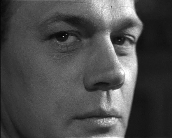 A close up black and white photo of joseph cotten