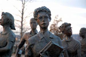 statues of Little Rock 9